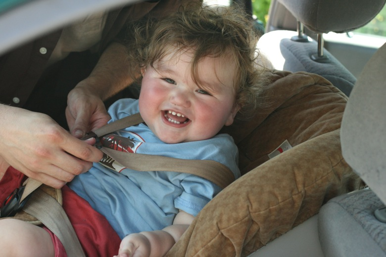 Pack a car safety kit: 25 must-have items for emergencies == Hobo Mama