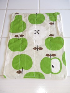 Curly Monkey Organic cloth wipe in Trefle print